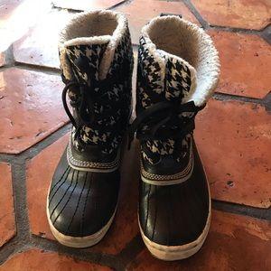 Sorel womens short winter boots